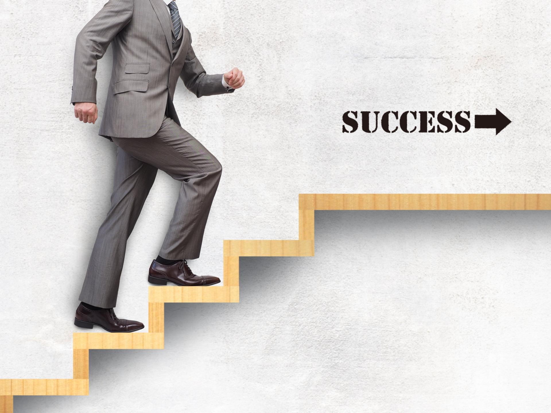 ビジネスマン 社会人 昇進 昇格 ステップアップ